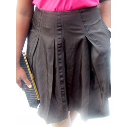 BLACK SKIRT WITH TWO POCKETS